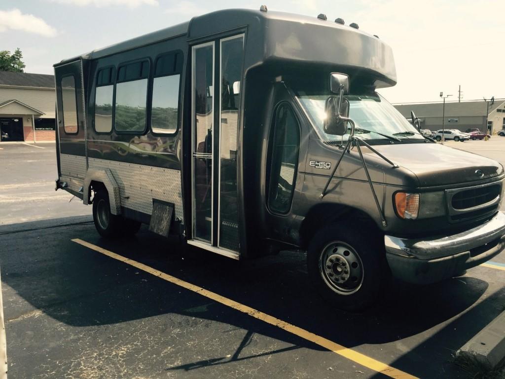 2002 Ford E 450 Custom 12 Passenger Bus