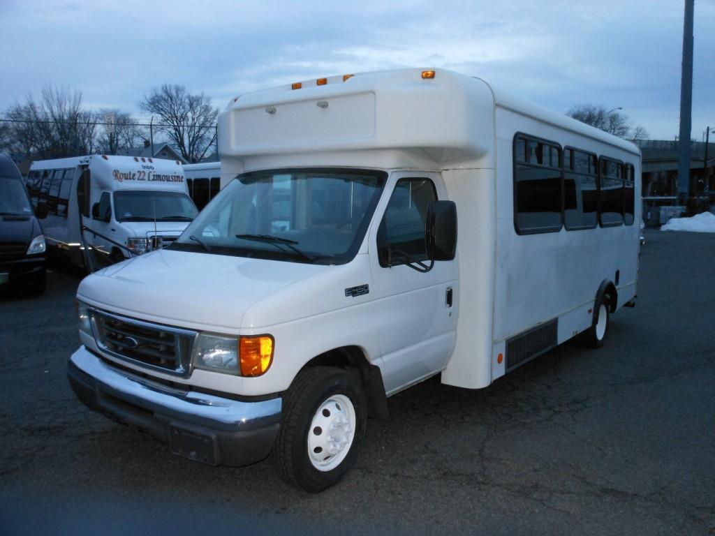 6d382211cda435 2005 Ford E450 Super Duty Mini Bus 25 Pax for sale
