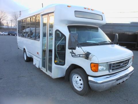 2006 Ford E450 Super Duty Mini Bus 21 Pax for sale