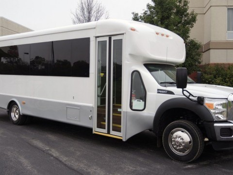 2015 Ford Starcraft 28 Passenger w/ Luggage Shuttle Bus for sale