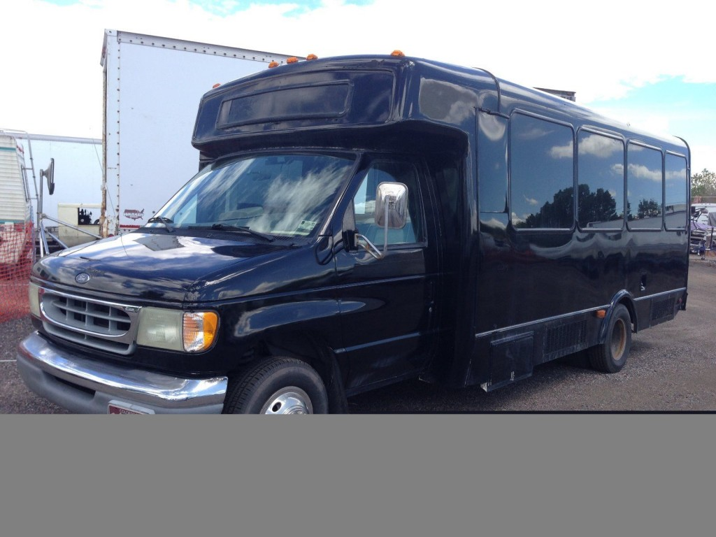 2002 Ford E-450 Super Duty – V-10 party/limo/shuttle/church bus