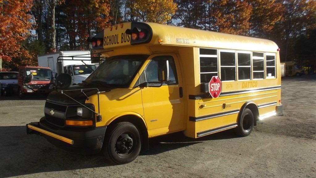 2006 Chevrolet Duramax Diesel Mini Bus 21 Student passenger