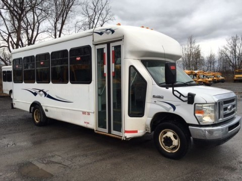 2008 Ford / Starcraft / V10 Gas Engine /24 Pass. /shuttle Bus for sale