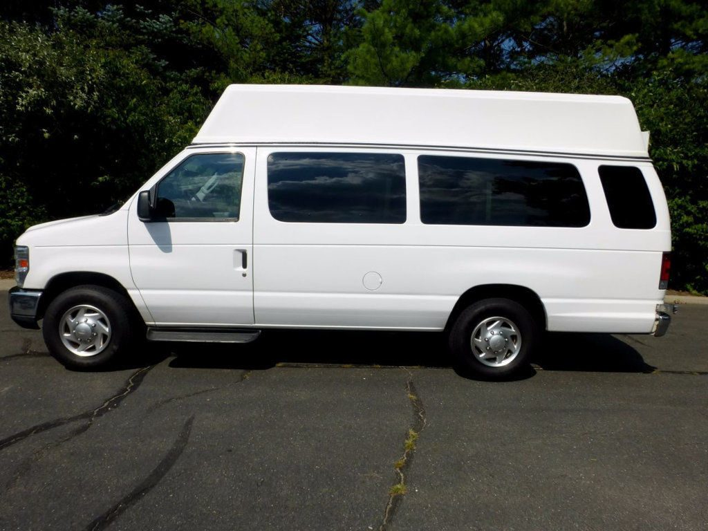 2010 Ford E350 IN EXCELLENT CONDITION