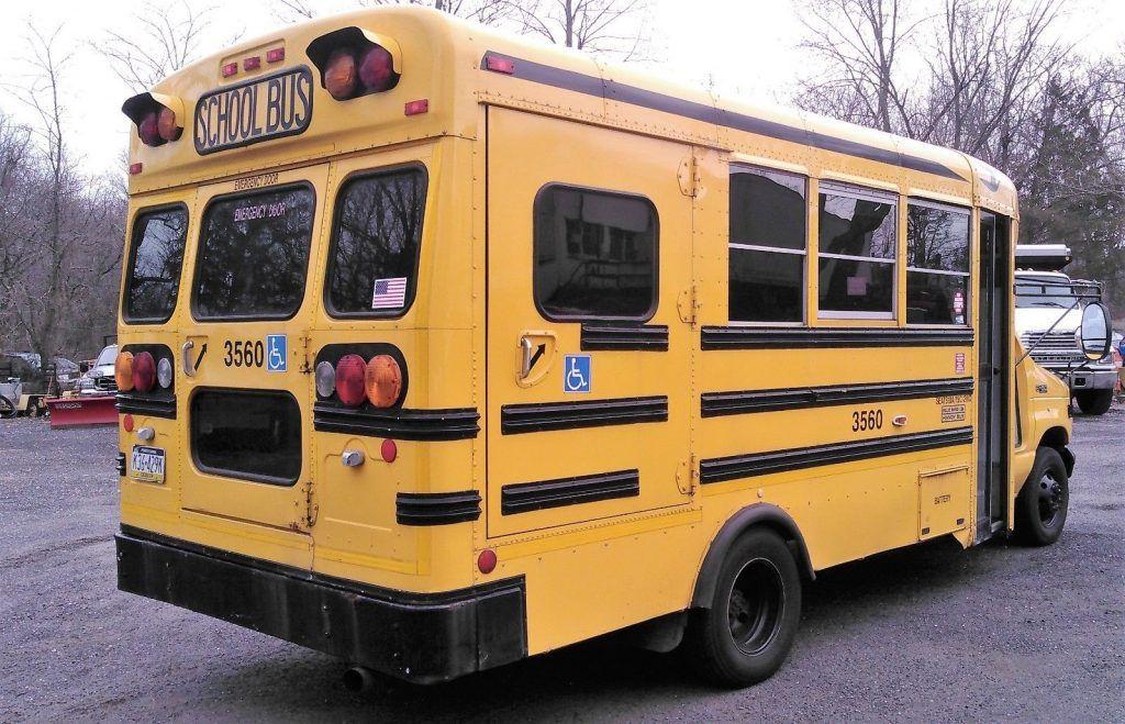 NICE 2004 Ford E-450