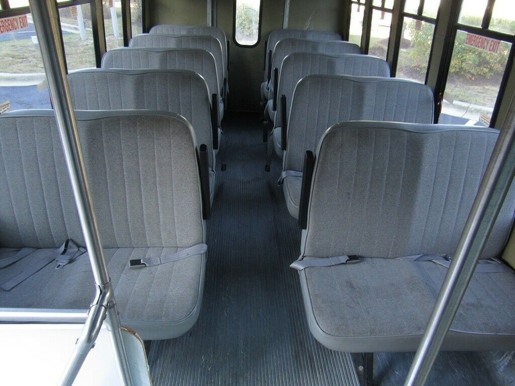 2002 Ford E350 Diamond Coach 20 PASS BUS