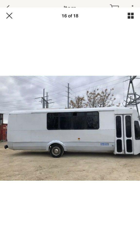 2000 International 3400 7.3 L Diesel Party Bus